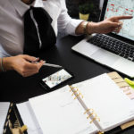 Бухгалтерский аутсорсинг: сервис, частник или  компания